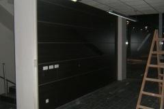 18-pannellatura-reception-con-fori-prima-dello-spostamento-del-pannello-i-fori-sono-poi-stati-nascosti-dal-mobile
